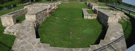 základy kostela před Retzem, jehož jméno jsem zapomněl